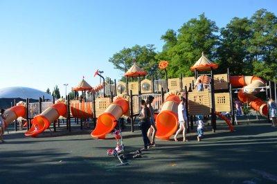 Аксайский городской парк реконструируют к выпускному балу