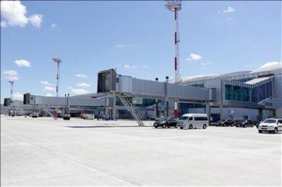 В аэропорту Платов рабочие завершили укладку бетона на летном поле