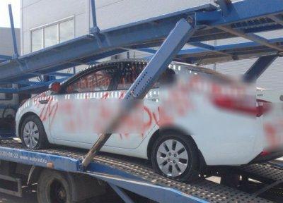 Автомобиль ростовчанки злоумышленники расписали бранными словами и оскорблениями