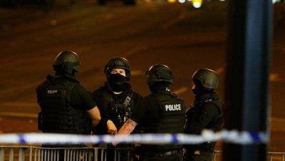 В Британии после теракта вооруженные полицейские патрулируют пляжи