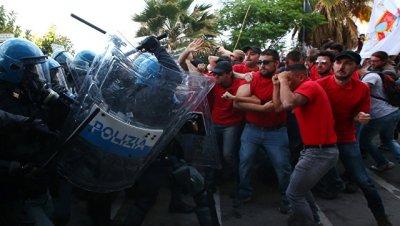 В Таормине на акции протеста против G7 полиция применила слезоточивый газ