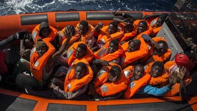 У берегов Ливии за выходные спасли 2,5 тысячи беженцев