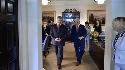 Вице-президент США обсудил с Порошенко минские соглашения