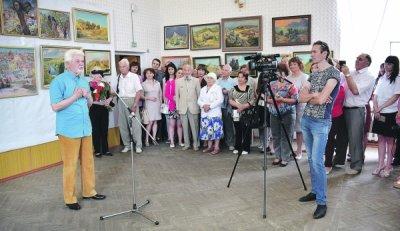 В Белой Калитве состоялось официальное открытие выставки картин Юрия Измайлова