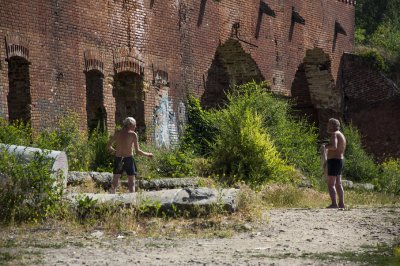 Родники на Парамоновских складах освободят от труб