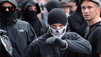 Полицейский в Гамбурге открыл огонь после атаки нарушителей при протестах
