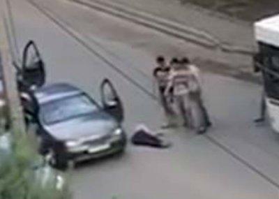 Толпа избила мужчину на пересечении Еременко и Малиновского