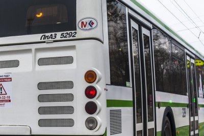 Иномарка врезалась в пассажирский автобус в Миллерово