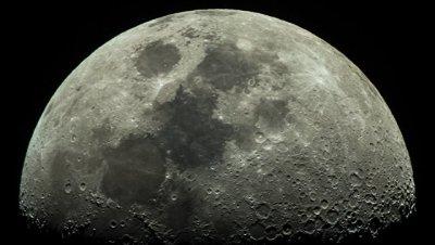 Ученые из США получили новые данные о возможном присутствии воды на Луне