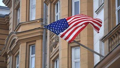 Дипмиссия США в РФ отвергла обвинения, что намерено усложняет выдачу виз