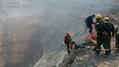 К поискам пропавших горняков на шахте
