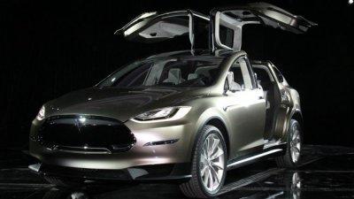 Tesla Model X подешевели
