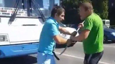 В Ростове подрались таксист и водитель «Газели»