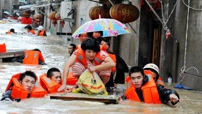 На юго-востоке КНР из-за дождей и наводнений эвакуировали 48 тысяч человек
