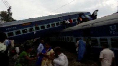 В Индии завершили спасательную операцию на месте крушения поезда