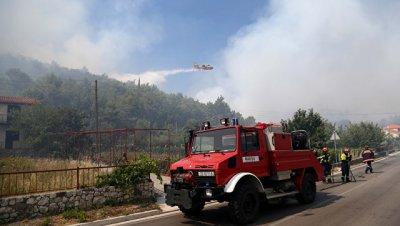 ВВС Хорватии направили спецсамолеты на тушение пожаров в пригороде Задара