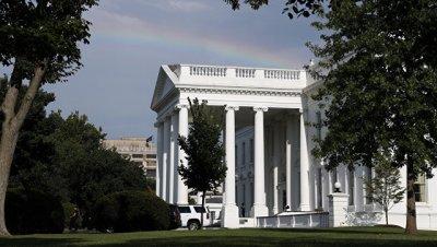 Белый дом временно закрывали из-за обнаружения подозрительного пакета