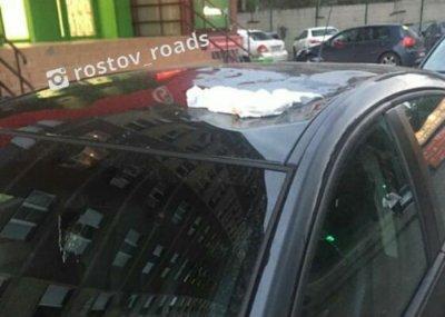 В Ростове выброшенный из окна памперс помял иномарку