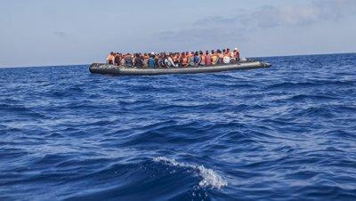 В Черном море у берегов Румынии задержали судно с 87 мигрантами
