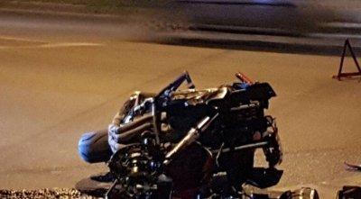 Мотоцикл перевернулся и врезался в автомобиль Mazda в центре Ростова