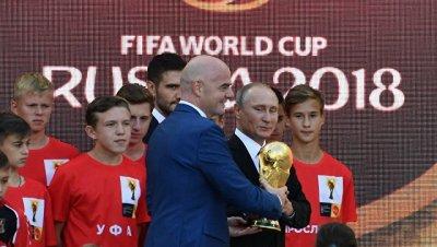 Путин дал старт туру Кубка чемпионата мира по футболу 2018 года