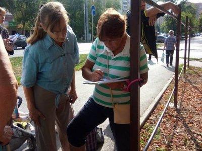 Ростовчанка приковала себя к забору в знак протеста против застройки зеленых зон