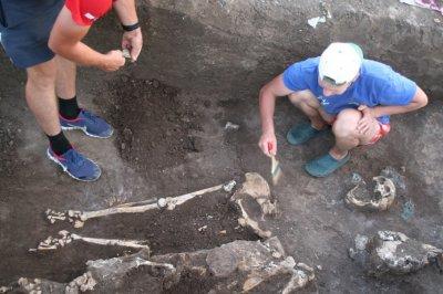 На Дону во время раскопок нашли кости и два горшка второго тысячелетия до нашей эры