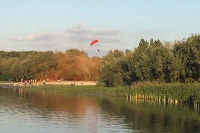 В Азове в День города разбился парашютист