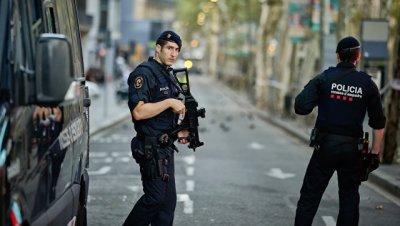 Полиция оцепила центр Барселоны из-за подозрительного фургона