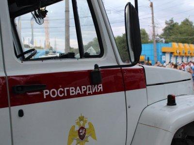 Загоревшийся грузовик в Таганроге пришлось тушить омоновцам