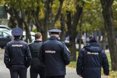 Полицейские заинтересовались свалкой из выброшенных посылок