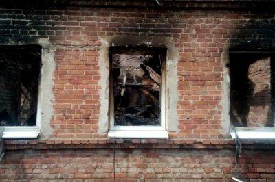 Склад площадью 120 квадратных метров сгорел в Ростовской области