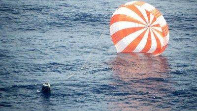 Космический грузовик Dragon благополучно приводнился в Тихом океане