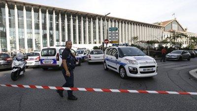 Макрон осудил нападение на прохожих на вокзале в Марселе