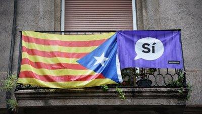 Избиратели продолжают приходить на участки в Барселоне за час до закрытия