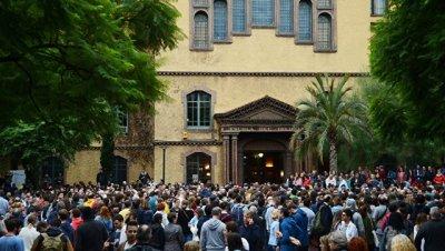 Власти Каталонии готовы обратиться в суд из-за действий полиции