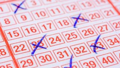 Житель Канады выиграл в лотерею более 30 миллионов долларов