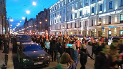 Задержанные в Петербурге нарушали ПДД, сообщил источник