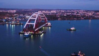 Автодорожную арку моста в Крым готовят к подъему на опоры