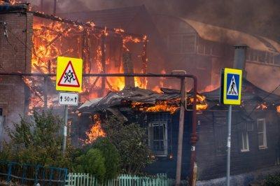 Кушнарев — погорельцам: «Восстанавливать сгоревшие дома не разрешат»