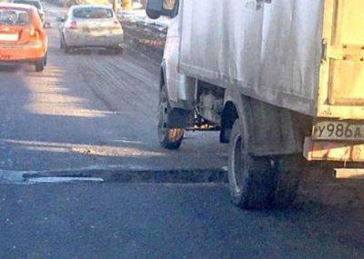 Ростовские чиновники пообещали заделать яму на мосту Малиновского