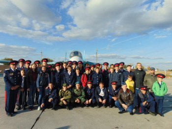 Воспитанники Белокалитвинской школы юного атамана «Сполох» посетили воинскую летную часть в Морозовске