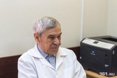 В Батайске онколог с 60-летним стажем без аппаратов и анализов безошибочно диагностирует рак