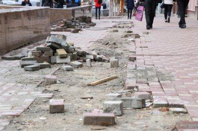 Тротуары на Большой Садовой покроют новой плиткой до конца ноября