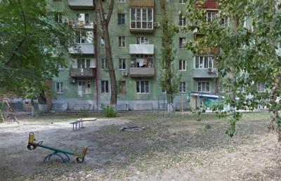 Скамейки, вазы для деревьев и урны: в Ростове благоустроят улицу Ленина