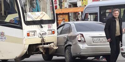 Из-за ДТП в центре города встали трамваи