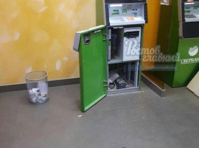 В Ростове на Северном грабители кувалдой разбили банкомат
