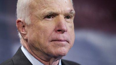 Сенатор Маккейн раскритиковал Трампа за разговор с Путиным