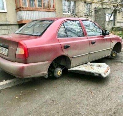 В Ростове на Военведе «разули» иномарку