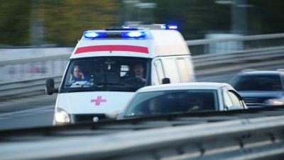 В Крыму автомобиль наехал на группу подростков, сообщил источник